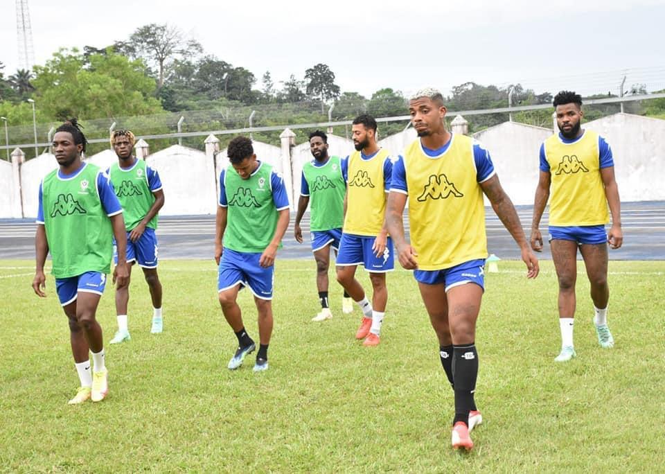Didier Ndong et Mario Lemina en défense centrale