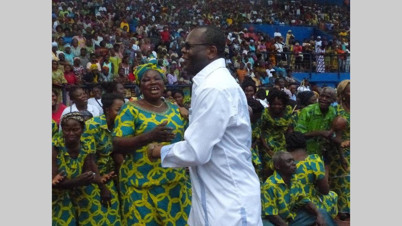 Franceville/Retrouvailles politiques : L'élan de générosité de Jean-Pierre Oyiba