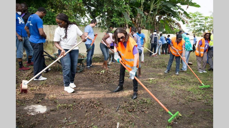 """Journée citoyenne : Sylvia Bongo Ondimba : """"Il faut revenir aux fondamentaux, car la propreté est une affaire de tous"""""""