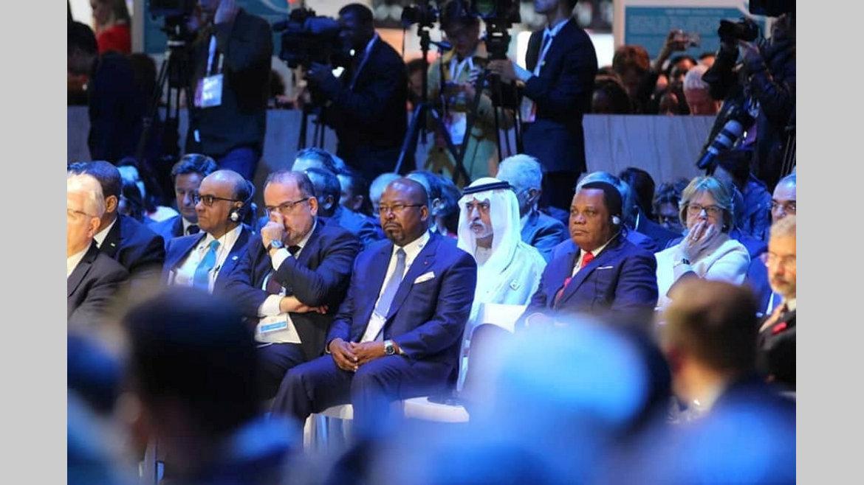 08h:Forum sur la paix : Bilie-By-Nze représente le chef del'Etat à Paris