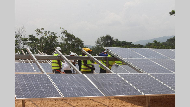 Energie : Première centrale solaire du Gabon en construction à Ndjolé