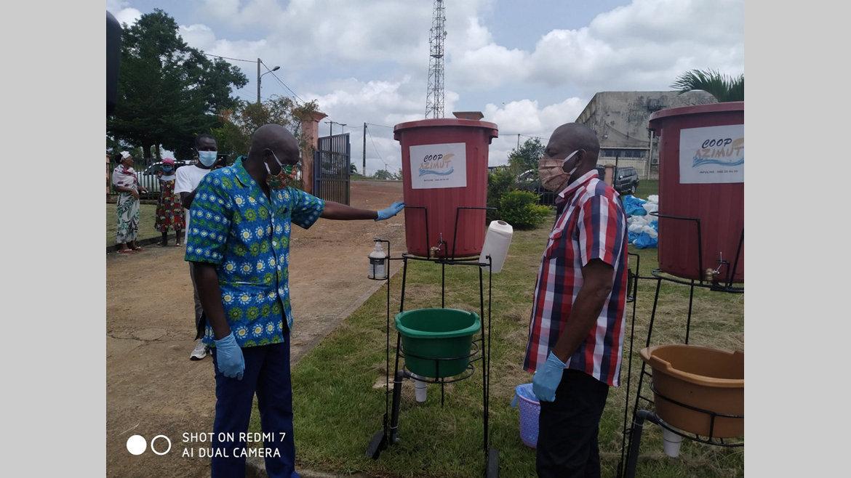 Covid-19 : des lave-mains et kits alimentaires pour la population de Ntoum
