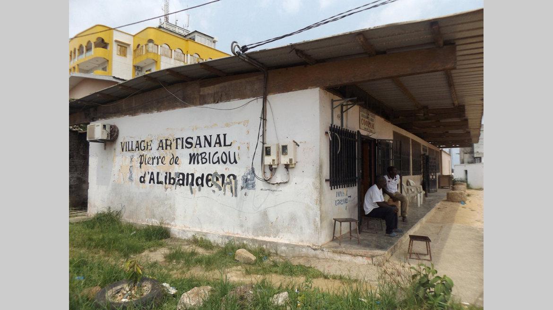 """Sculpture : la pierre de Mbigou sous """"assistance respiratoire"""""""