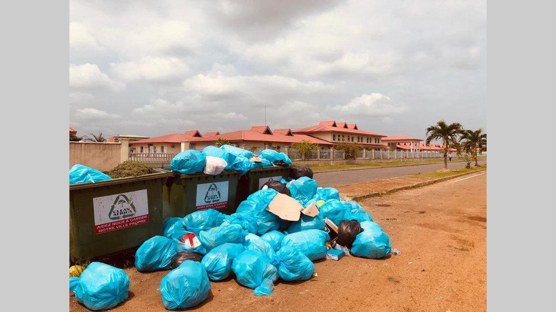 Déchets biomédicaux : scandale à ciel ouvert à Akanda!