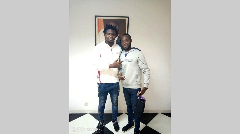 Football : Deux joueurs du FC Akanda à la rue