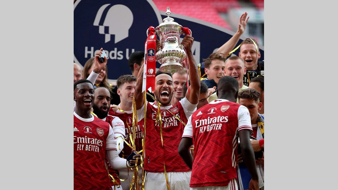 Football : Aubameyang King of England