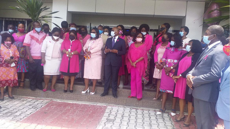 """: """"La lutte contre le cancer du sein est un combat commun"""""""