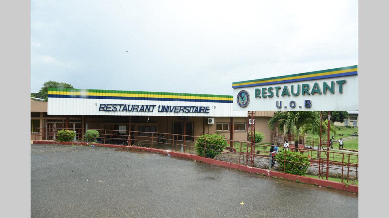 Resto U : les étudiants attendent de passer à table