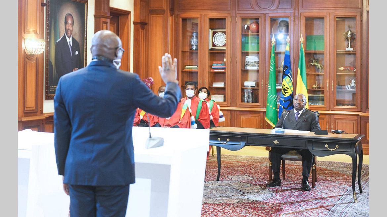 Gouvernement : Ali Bongo Ondimba reçoit le serment du ministre de l'Habitat et de l'Urbanisme