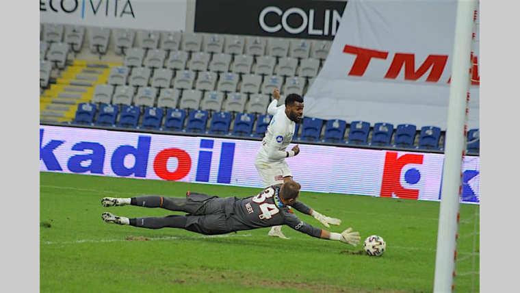 Football : Boupendza poursuit son chemin