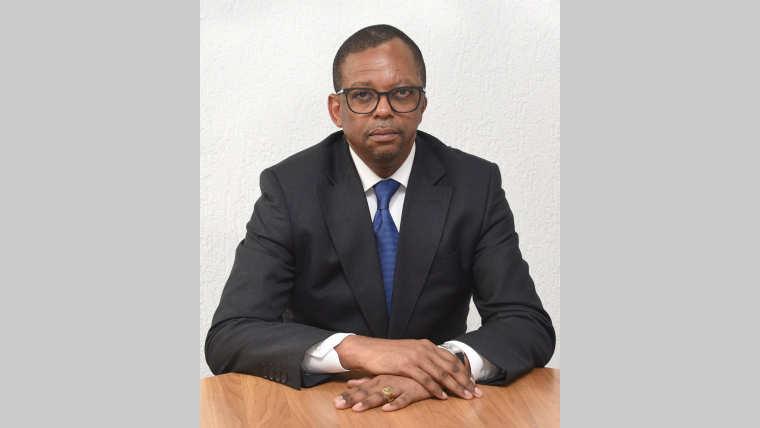 Interview : E. Anicet Mboumbou Miyakou