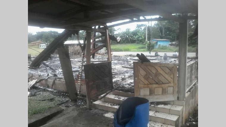 Kango : Un vigile met le feu à la maison de son patron
