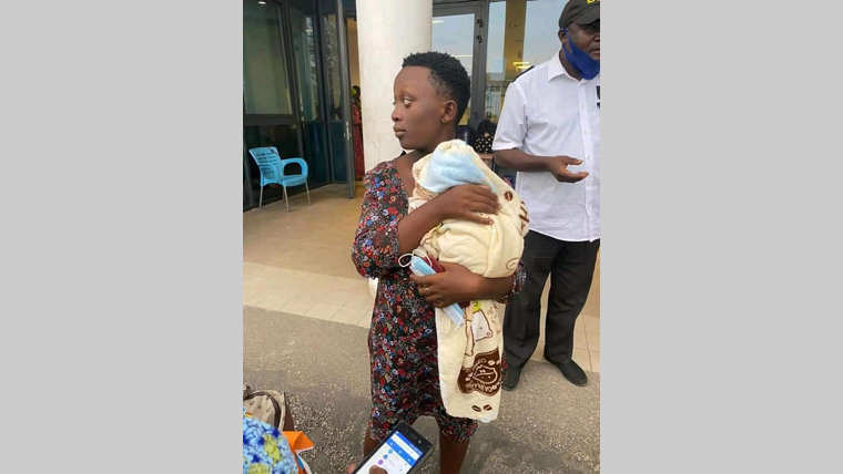 CHU mère-enfant : la facture de la jeune mère réglée par une bienfaitrice