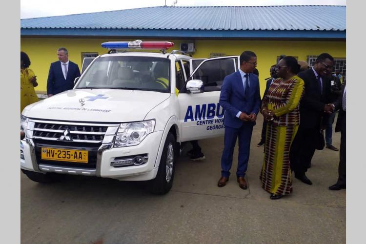Bienfaisance à Lambaréné : Des dons à l'hôpital régional Georges-Rawiri et à la Direction régionale de santé