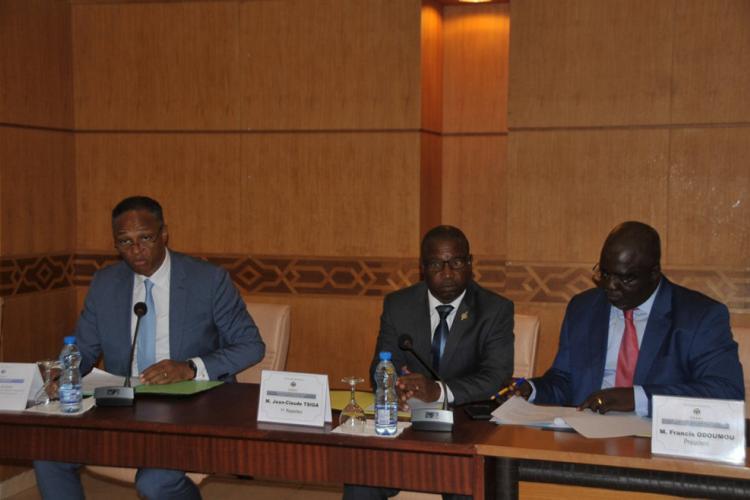: 08h:Sénat          Franck Nguema défend la politique du sport