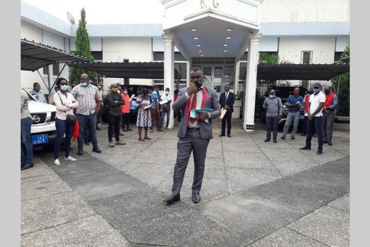 Heurts : la police arrête et libère des syndicalistes pour non-respect des gestesbarrières