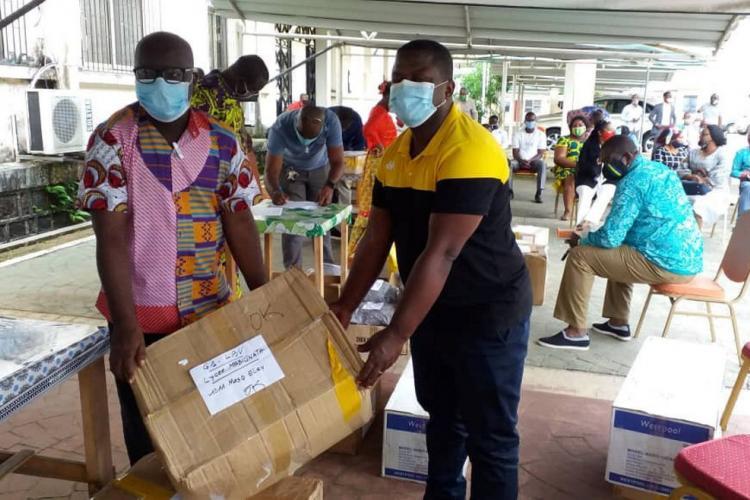 Mesures barrières : les chefs d'établissements reçoivent les premiers lots de masques et gels hydroalcooliques