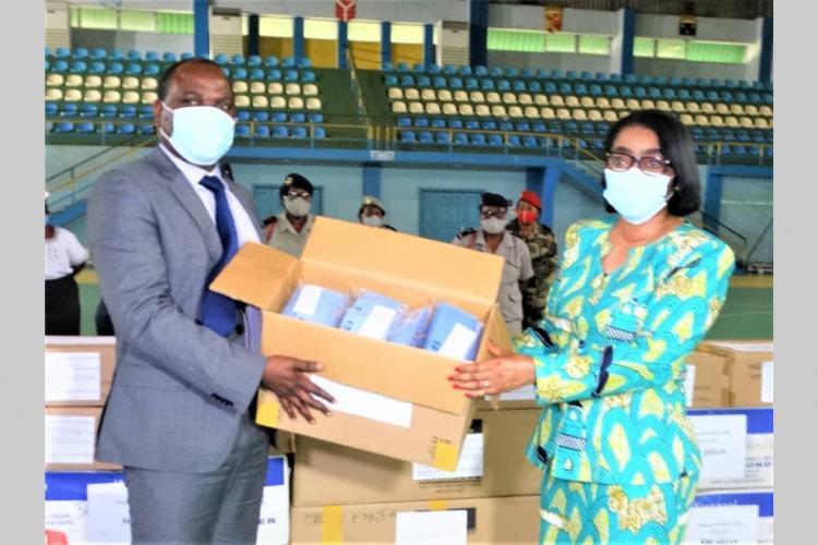 Rentrée des classes : cinquante mille masques alternatifs destinés aux enseignants et élèves