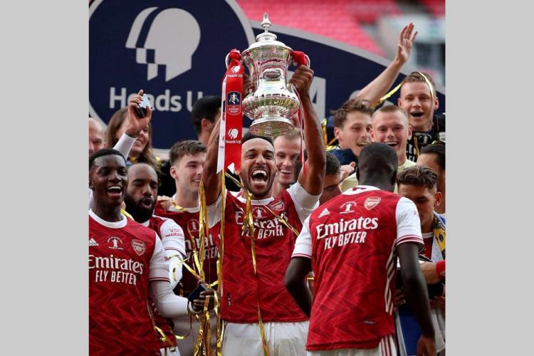 Football : Aubameyang King of England