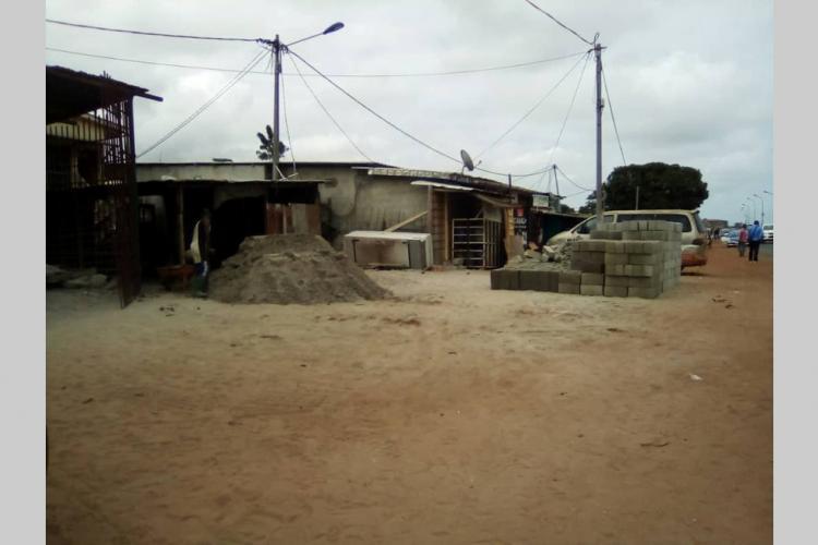 Port-Gentil : la saison sèche et les bonnes affaires pour les briqueteries
