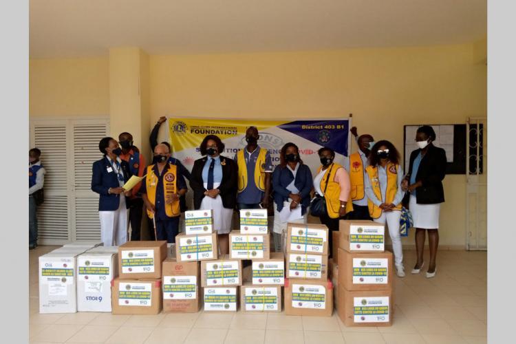 Don : du matériel pour l'hôpital militaire d'Akanda
