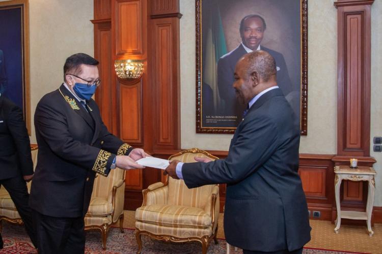 Diplomatie : trois nouveaux ambassadeurs accrédités au Gabon