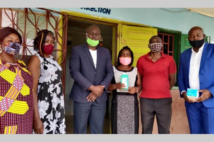 Don : le beau geste de Leveh à l'école catholique de Nkok