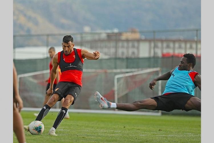 Football : viré deGöztepe, Poko a finalement rejoint son club hier