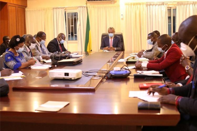 Santé : Guy-Patrick Obiang Ndong examine les revendications de la MONP