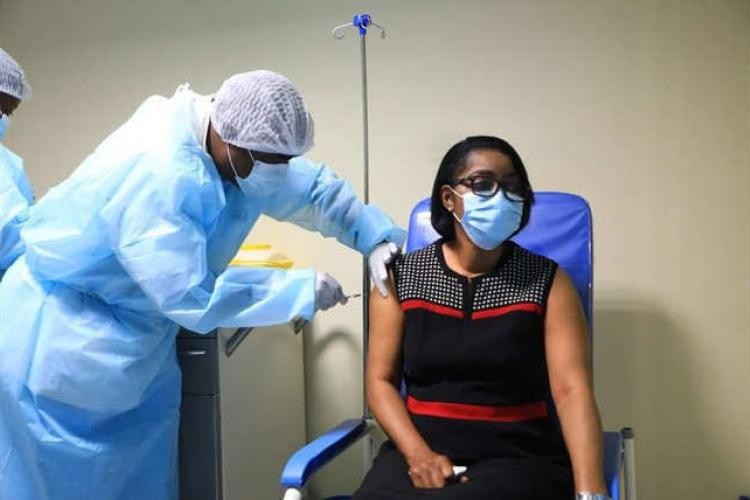 06hVaccination : le Premier ministre a reçu sa dose de vaccin