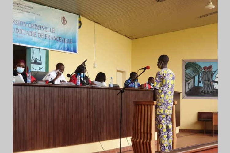 Franceville : un orpailleur condamné à 20 ans de prison pour le viol d'une fillette de 8 ans