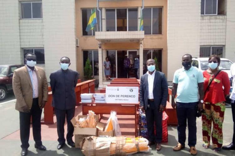 Port-Gentil : Des tables-bancs et du matériel didactique pour les écoles de Bendjé