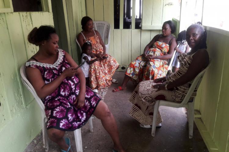 Ménage à six: l'étonnante histoire des Abessole