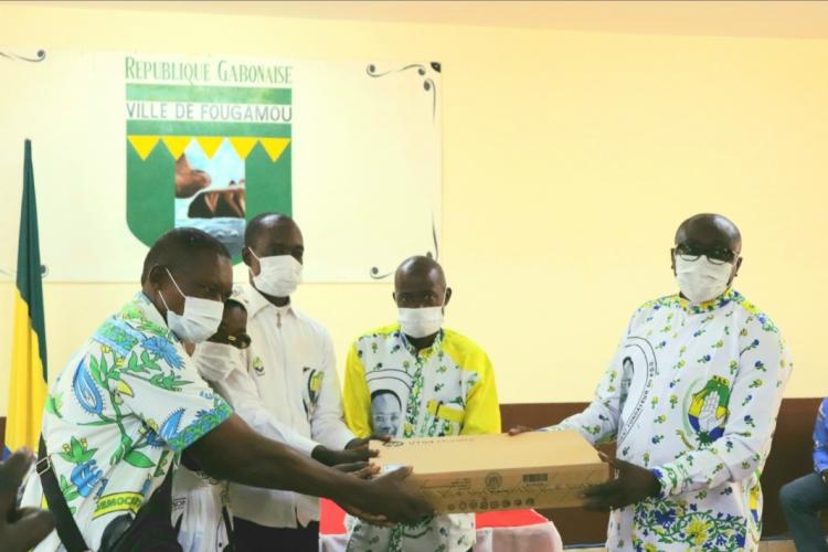 PDG : le camarade Léon Armel Bounda Balonzi offre du matériel bureautique aux fédérations du 1er et du 2ème siège
